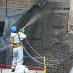 Набрызг-бетона-по-береговой-опоре-мостового-перехода-плотины